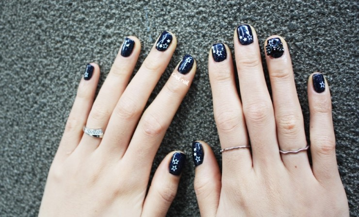 MagazinePAPA: Navy gel nail with Star art and Ribbon accessory, navy ...