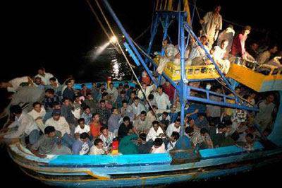 ΌΧΙ στα στρατόπεδα για τους λαθρομετανάστες. ΝΑΙ στην άμεση απέλαση