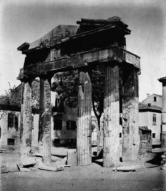 παλιά Αθήνα-παλιές φωτογραφίες της Αθήνας-Αθήνα–Προπύλαια Νέας Αγοράς-λόγια απλά