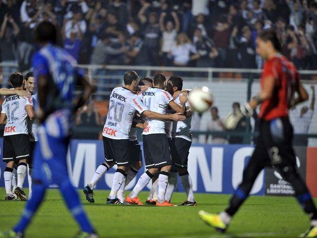 Corinthians passa pelo Emelec e chega as quartas de final da Libertadores