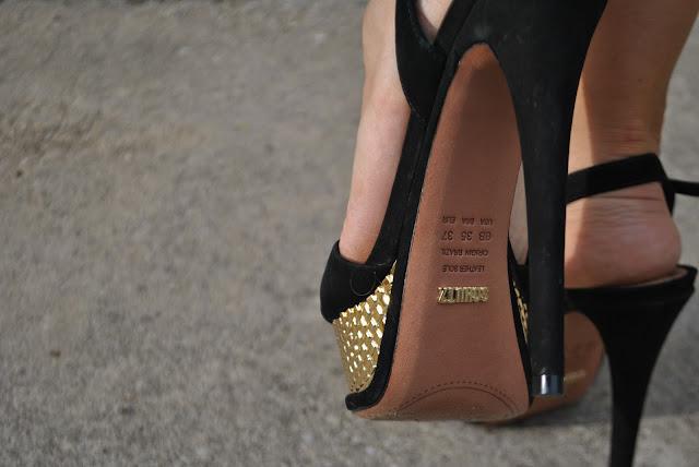 sandali in suede nero e plateau oro schutz come abbinare i sandali neri e oro scarpe gioiello scarpe eleganti schutz shoes  mariafelicia magno fashion blogger colorblock by felym fashion bloggers italy