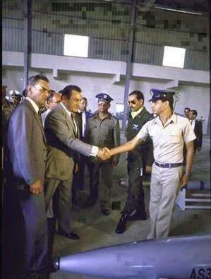 مصر: الكشف عن الكلمات التي قالها السيسي لحسني مبارك ساعات قبل تنحيه.