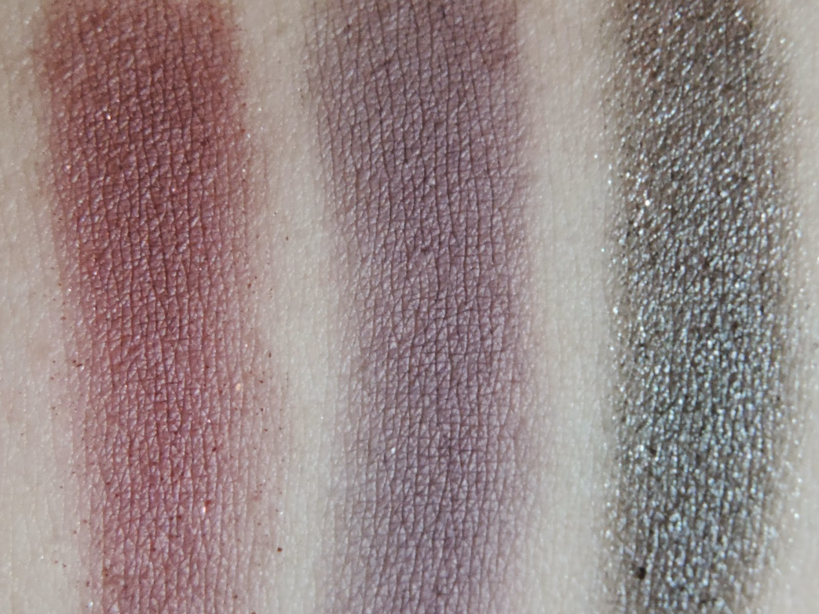 Swatches of Makeup Revolution - I Heart Obsession Wild Is The Wind Palette