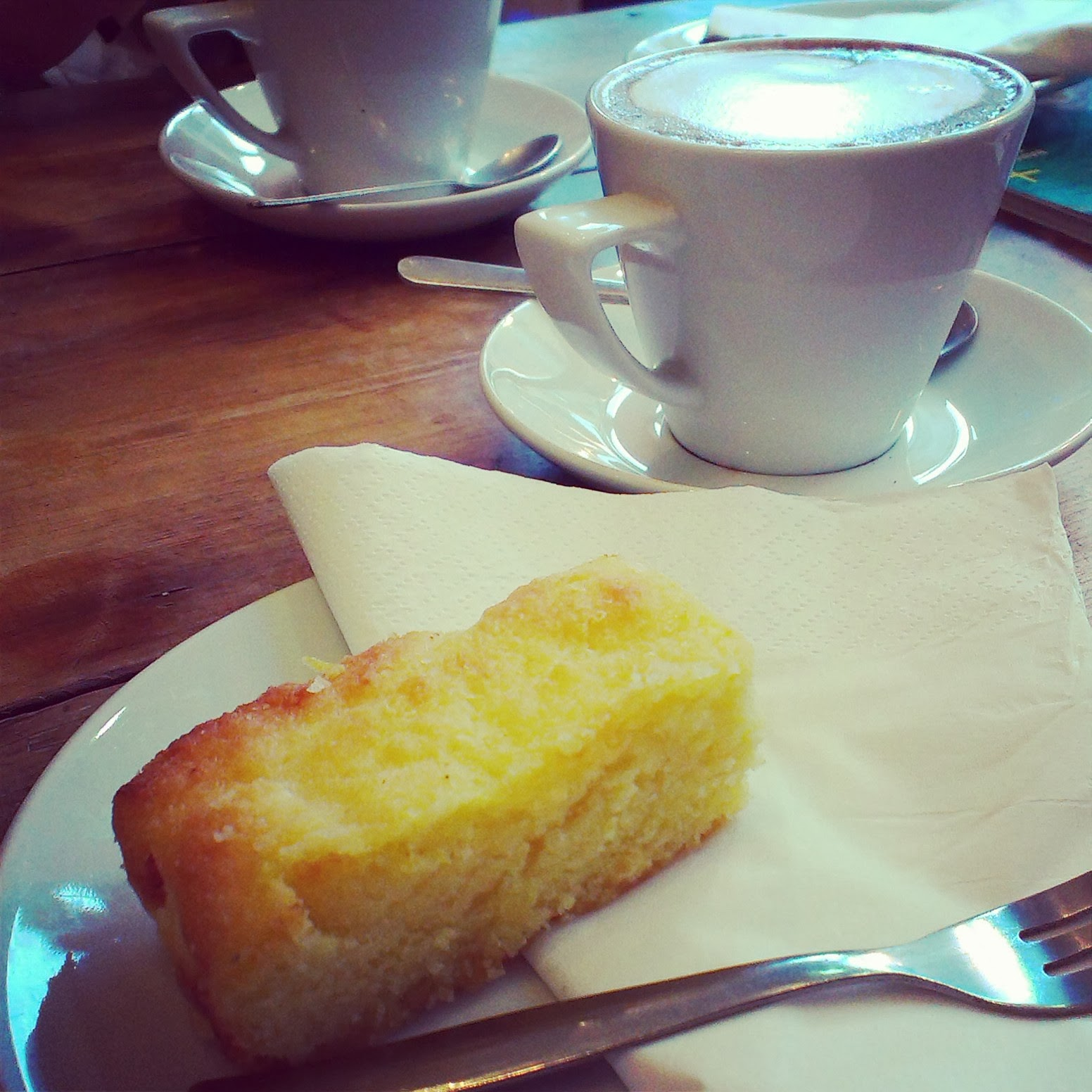 Lemon drizzle cake and hot chocolate