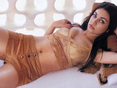 Mila Kunis Russian Actress HQ Wallpaper