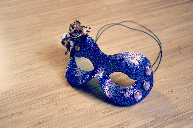 DIY masquerade masks for the ultimate bachelorette party!