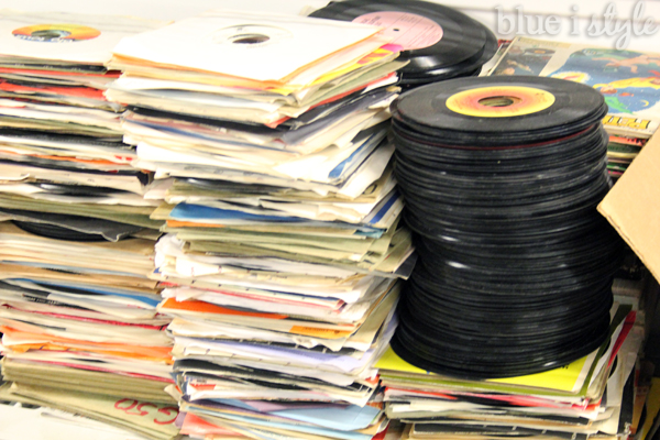 DIY with style} How to Cover a Wall in Vinyl Records - Damage Free ...