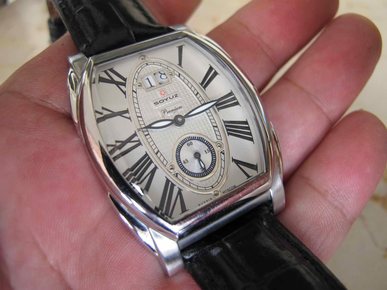 Cocok untuk Anda yang sedang mencari jam tangan dengan model case TONEAU Roman DIAL SOYUZ automatic