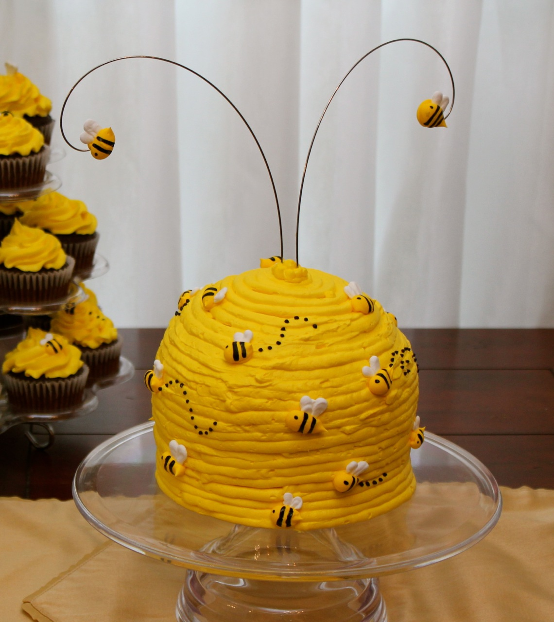 Of All The Cakes Ive Made This Is My Favorite One I Love Shape Flying Bees And Their Little Black Royal Icing Flight Patterns