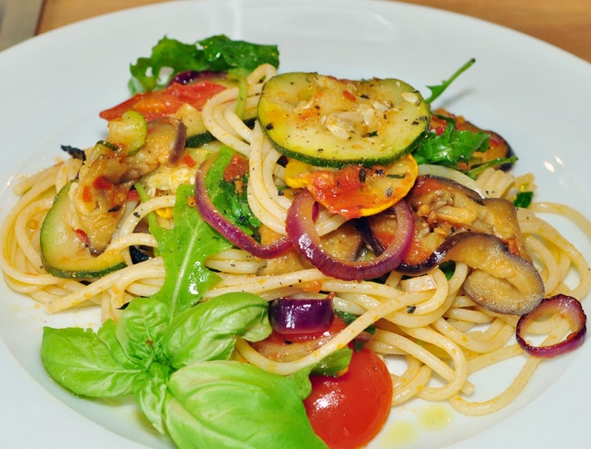 Espaguete com Ratatouille (vegana)