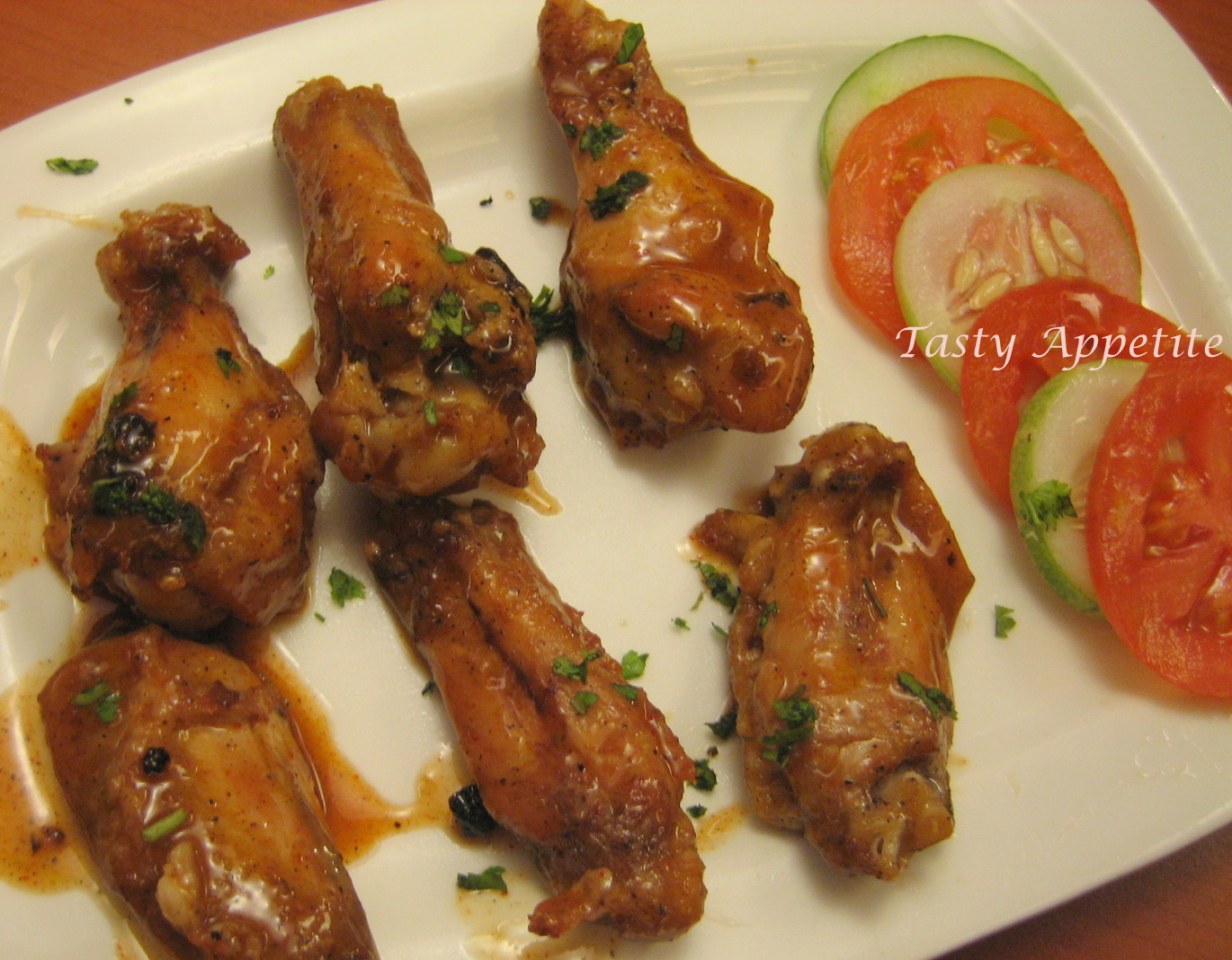 how to eat chicken wings quickly
