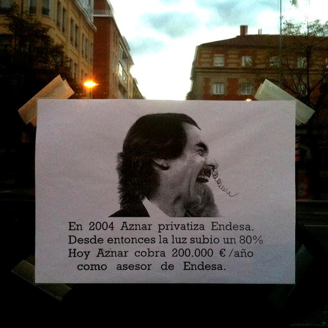 Cartel en la ventana de la JCYL, 2012 (cc) Abbé Nozal