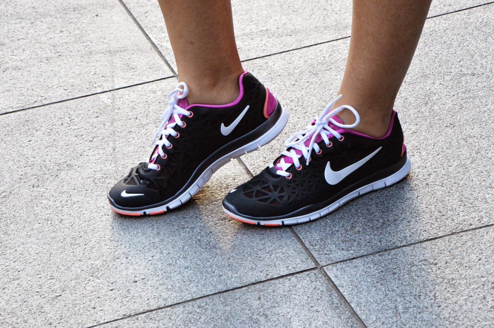 Nike Free Run Womens Black And Pink Nike free run tr 5.0 in