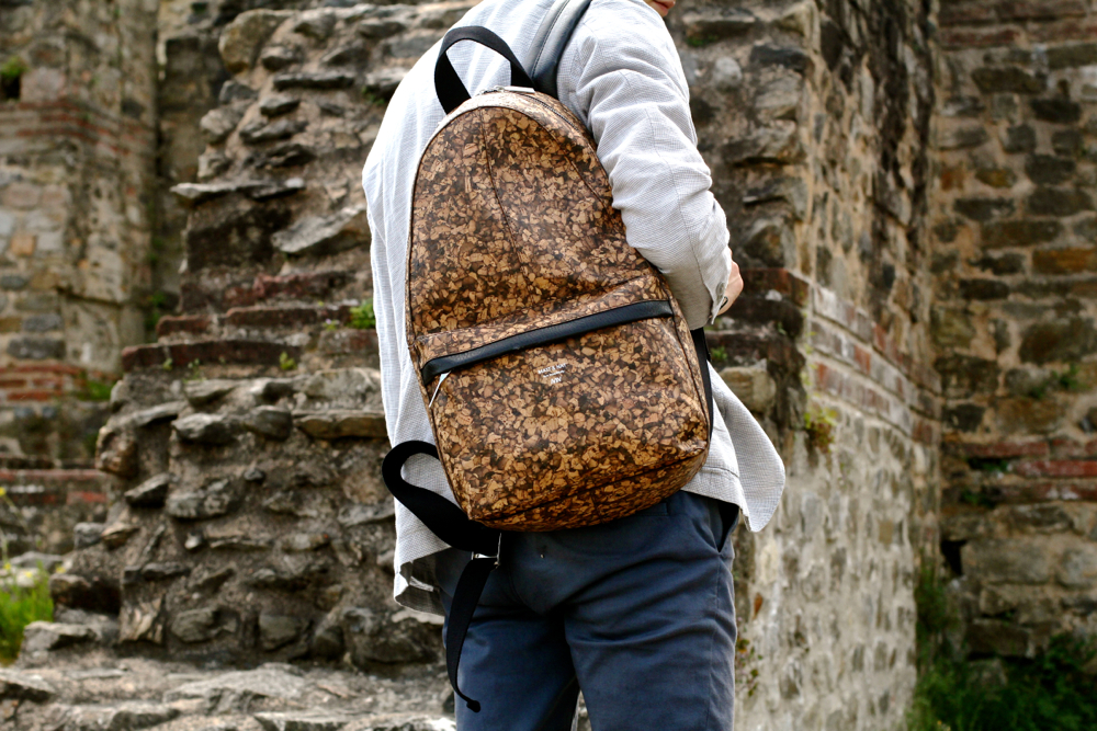 BLOG-HOMME-MODE_Preppy_Matt-and-Nat_Cork_Backpack_bag_Seeconcept-IKKS_Lyon_chino-lacoste