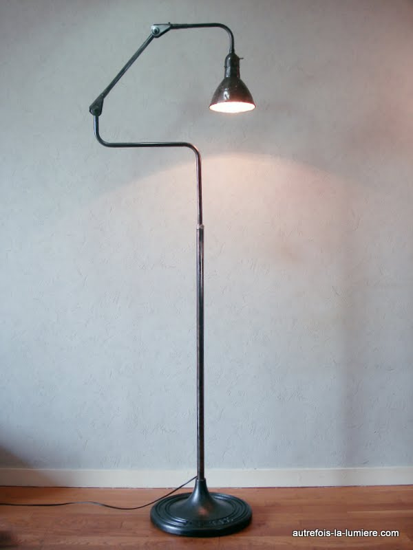 lampadaire industriel 1940. Black Bedroom Furniture Sets. Home Design Ideas