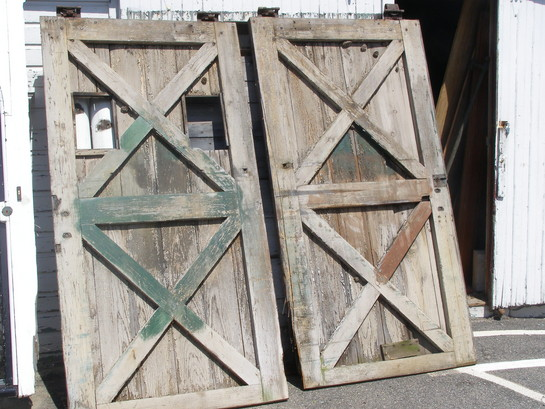 Anyone can decorate architectural salvage decorating for Decor barn doors