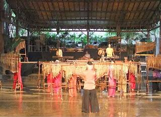 Kesenian Angklung Saung Mang Udjo