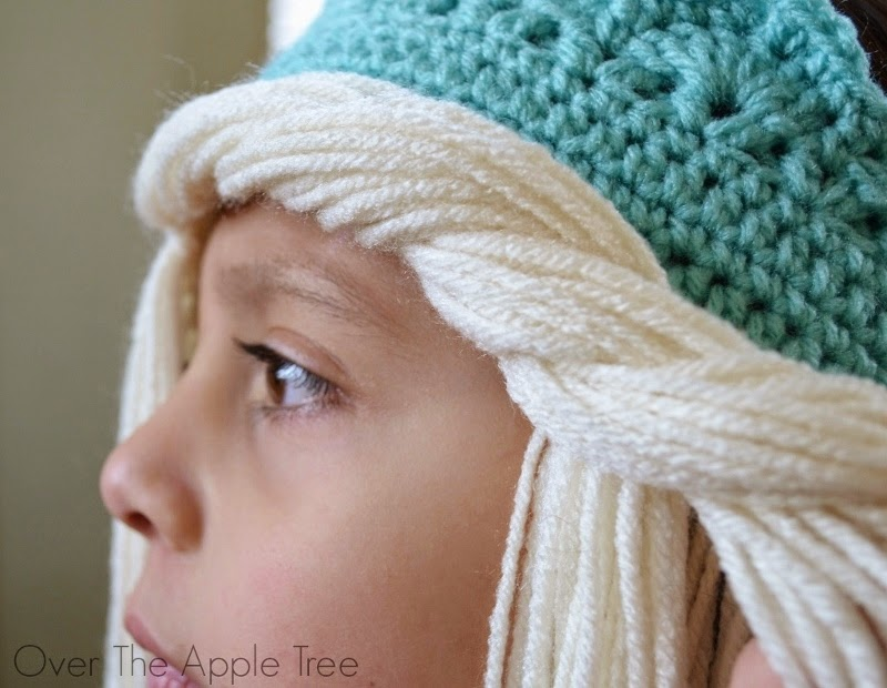Crochet Elsa Hair Hat : Crochet Elsa Crown With Hair, free pattern >> Over The Apple Tree