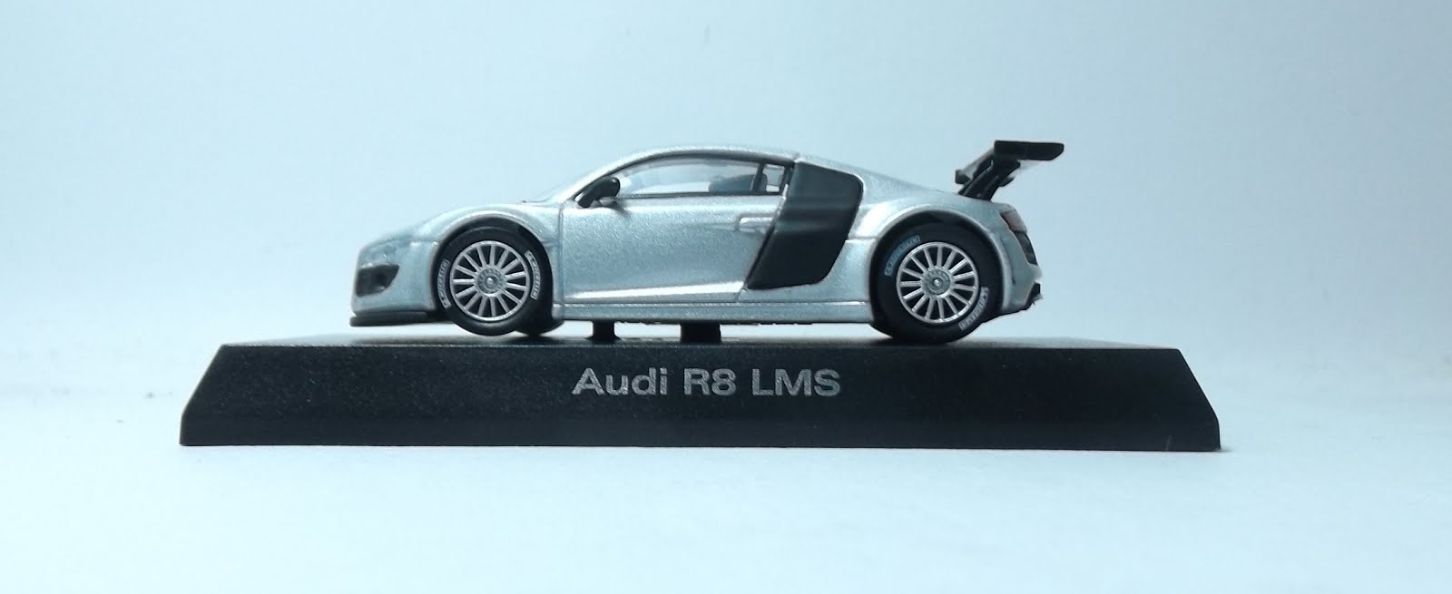 diecast kyosho audi r8 lms side photo
