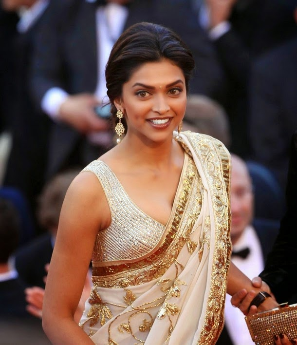 Deepika Padukone Hot Cleavage and Navel Photos in Saree