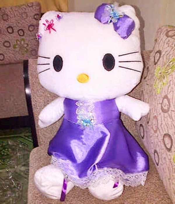 Gratis gambar boneka hello kitty dress ungu dan pita ungu