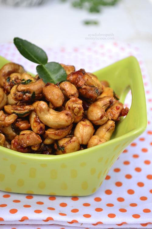 Kacang Mede Manis Pedas
