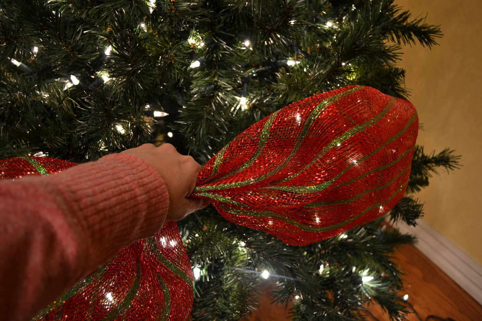 kristens creations decorating a christmas tree with mesh ribbon tutorial - Photos Of Christmas Trees Decorated With Ribbon