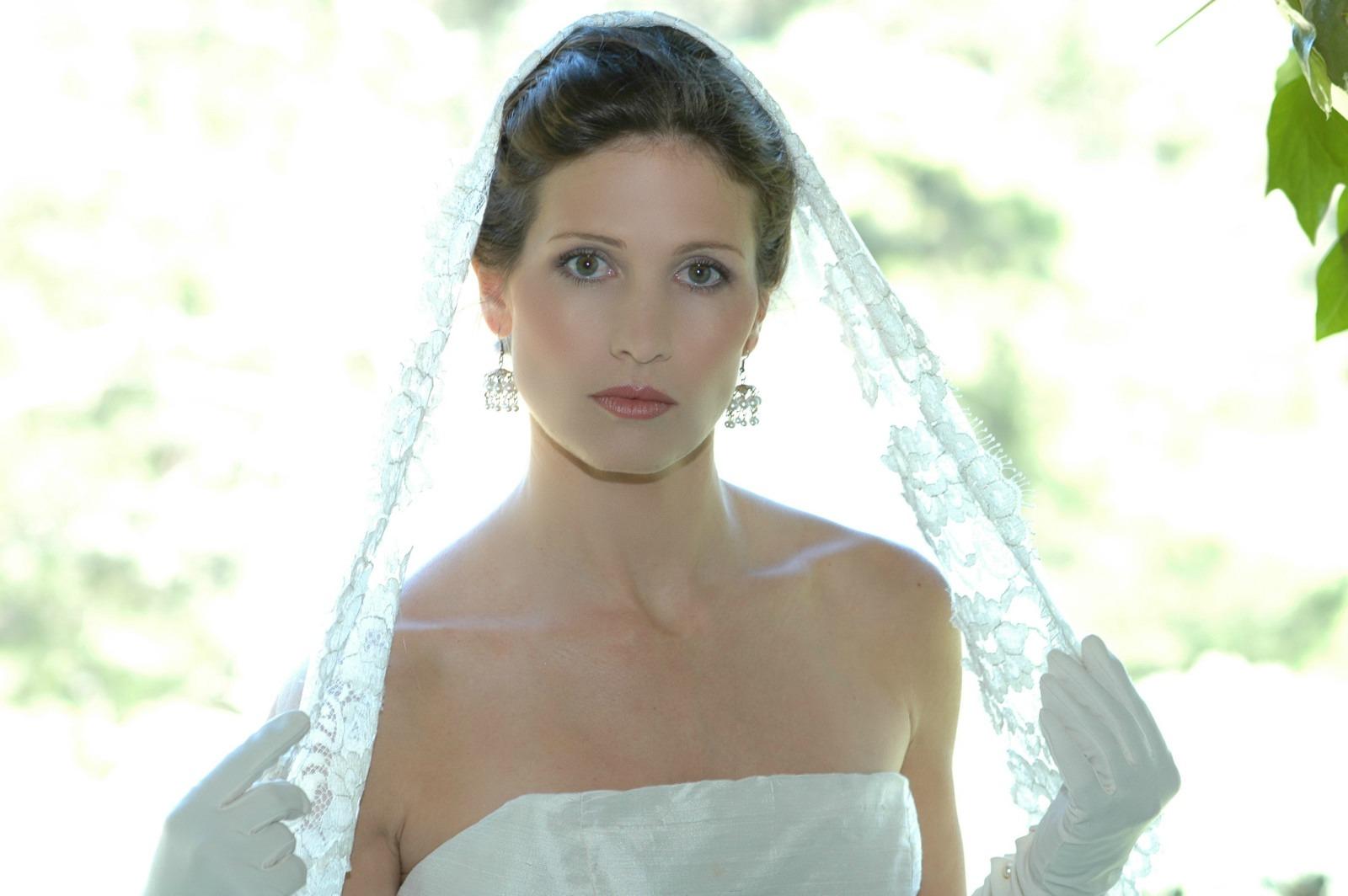 BRIDE CHIC: A GLOSSARY OF VEIL FABRICS