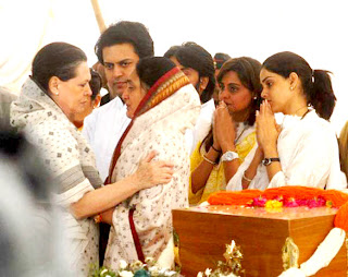 Ritesh at Father Vilasrao Deshmukh's funeral at Latur