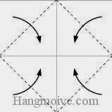 Bước 2: Gấp chéo bốn góc của tờ giấy vào trong.