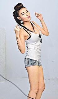 Xu Ying Hong Kong Sexy Model Sexy Short Jeans Image 3