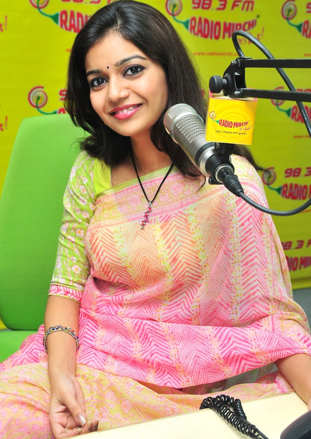 Latest Stills Hot Actress Swathi in Cute Saree Showing