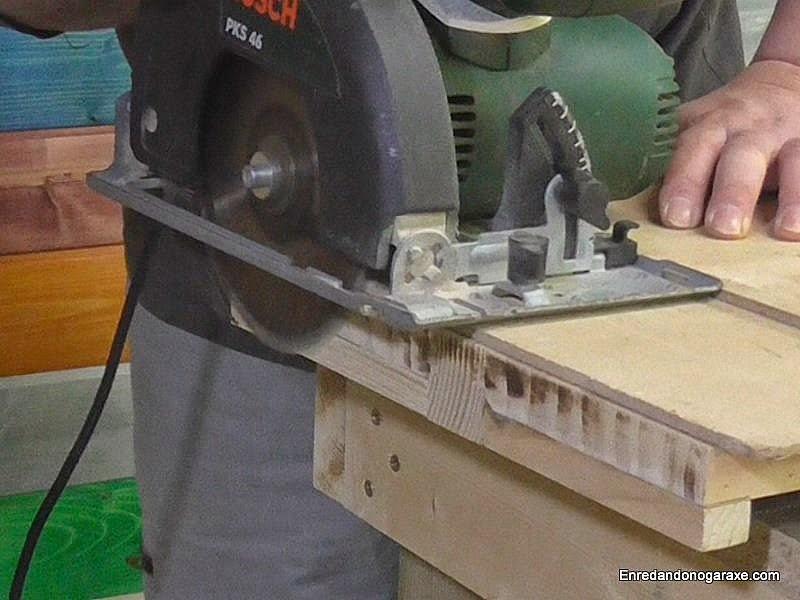 Preparar los laterales de los estantes. Enredandonogaraxe.com