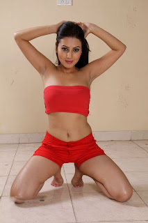 Anu Smruthi hot navel show
