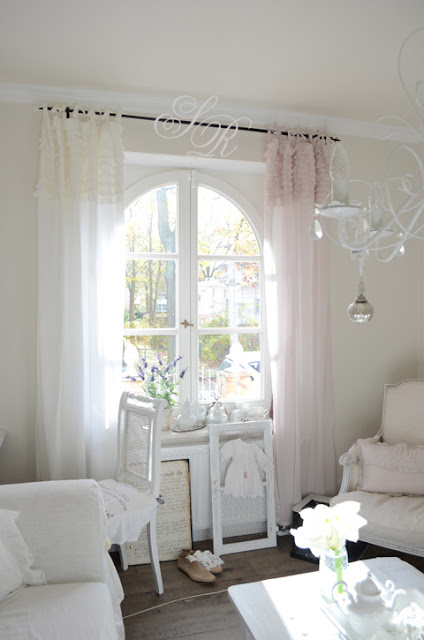 shabby rose white living seidenzarte gardinen von chic. Black Bedroom Furniture Sets. Home Design Ideas