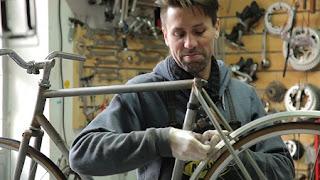 Bicicletas fabricadas con Chatarra de Autos