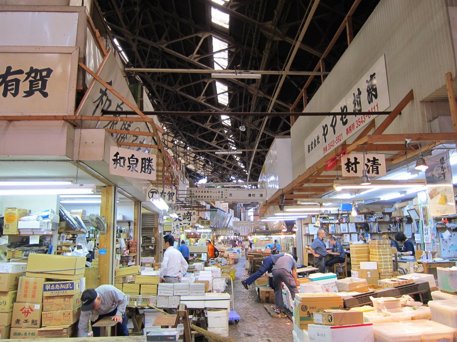 Tokyo day 3 tsukiji fish market and daiwa sushi lucy for Japan fish market