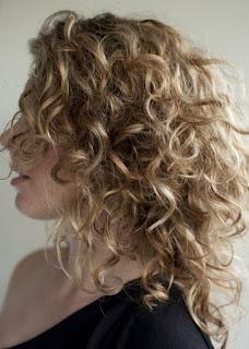 model-rambut-keriting-wanita_011457