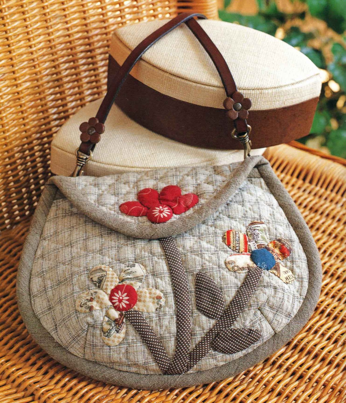 Quilting Patterns For Bags : Ulla s Quilt World: Quilt bag, dress with applique flower