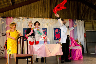 Pop-Up Opera at Broome Cider Farm, Herefordshire, L'elisir d'amore (courtesy of Pop-Up Opera and Robert Anderson)