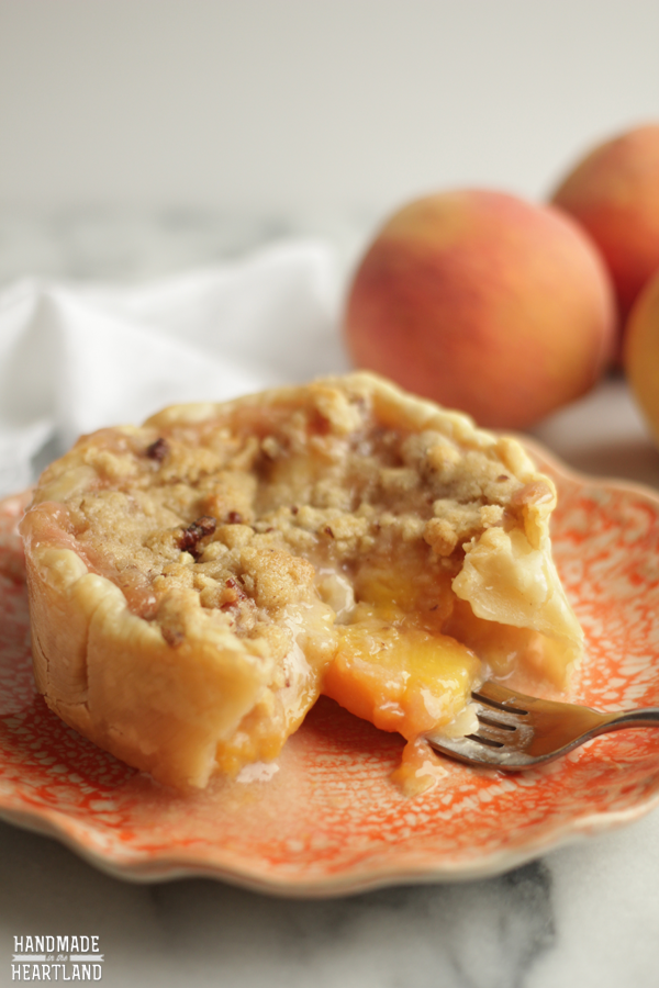 Peach Crumble Pie | Handmade in the Heartland