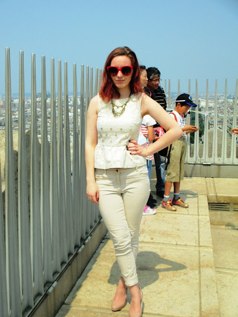 Arc de Triomphe white and gold peplum chinos