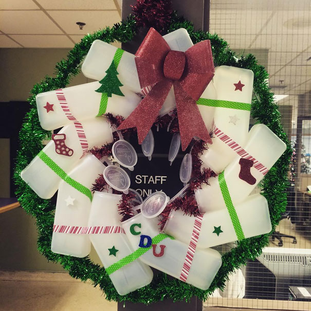 Creative Ideas For Christmas Decorations By A Hospital's Medical Staff - Christmas At The Hospital… A Wreath Made Of Urinals
