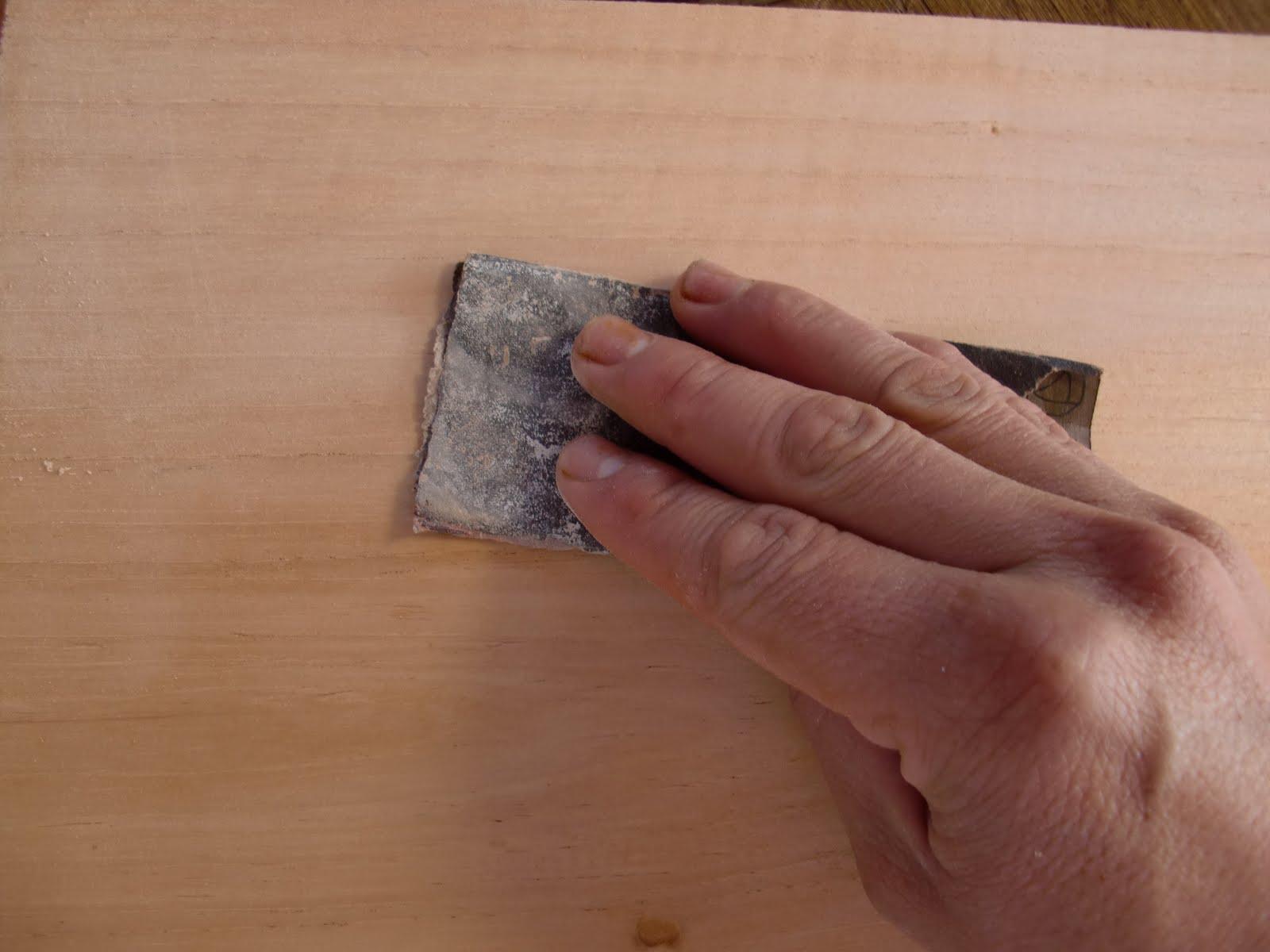 Decoraciones manualidades en madera como se lija un mueble - Como lijar madera ...