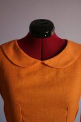 Pozornie grzeczna pomarańczowa sukienku z lnu