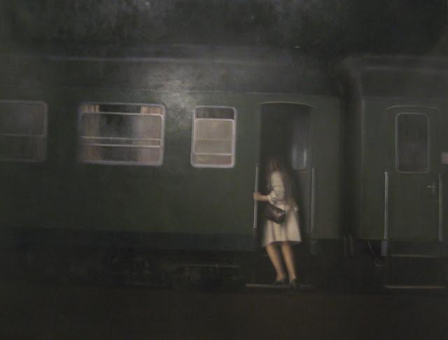 Mujer subiendo a un tren