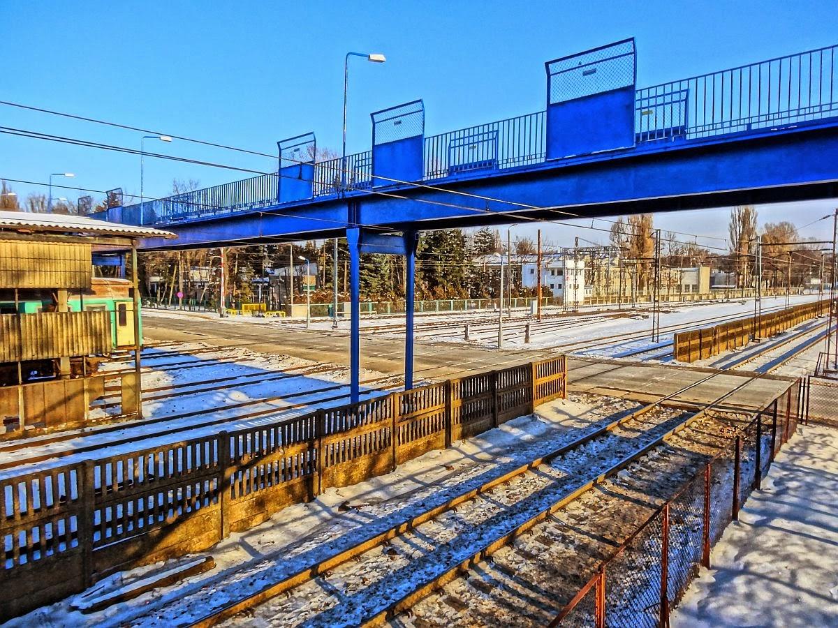 Kładka dla pieszych nad torami stacji Olszynka Grochowska