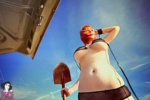 ginger tits with a shovel in the wind with a shinning white navel