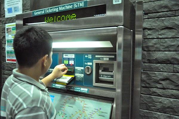 general ticketing machine, masin tiket mrt, ez-link card, tiket mrt murah, kartu transportasi, bayar tiket singapore, wisata di singapore, cara mengisi saldo ez-link