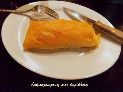 Τυρόπιτες με φύλλο κρούστας και κρέμα ξινομυζήθρας  (ή φέτας)